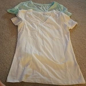Lot of 2 extra small ladies v-neck tees, Amazon